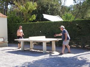 des parties de ping-pong endiablées dans notre camping 3 étoiles proche des plages à Saint Jean de Monts