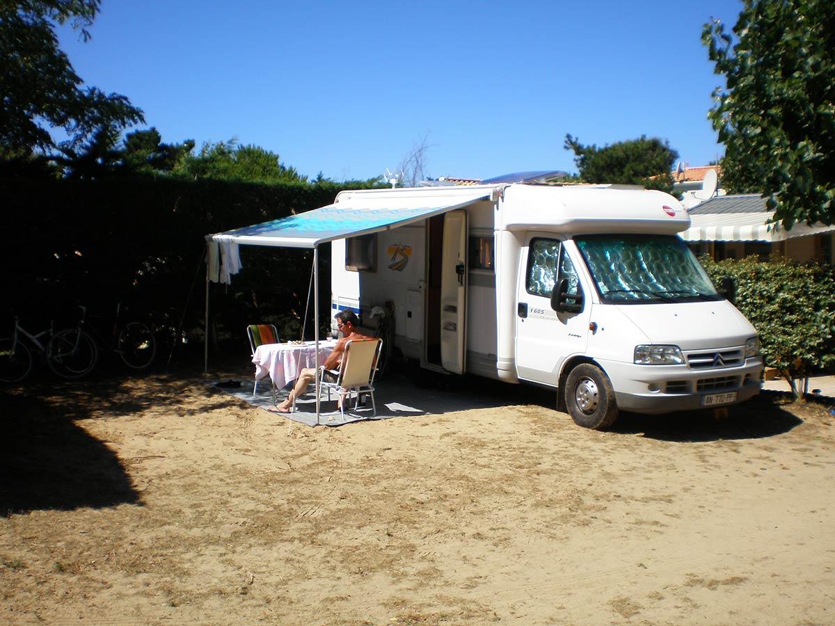 Location emplacement camping saint jean de monts en vend e for Garage automobile saint jean de monts