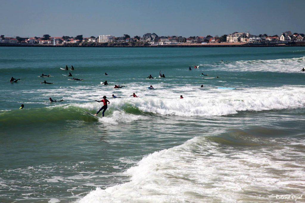 St Gilles Croix de Vie :  surfeurs