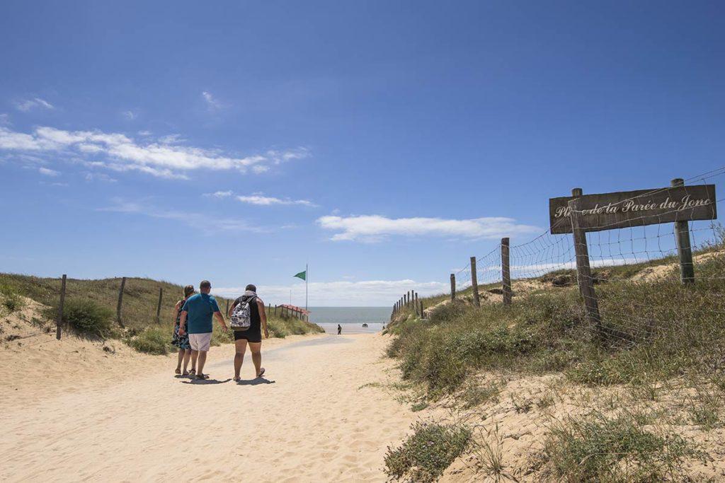 balade à pied sur la plage